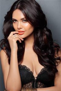 Esha Gupta profile picture